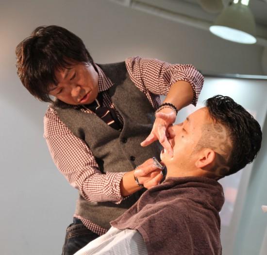 Transmission2 in 表参道 炭酸マイクロシェービング×レザーアート